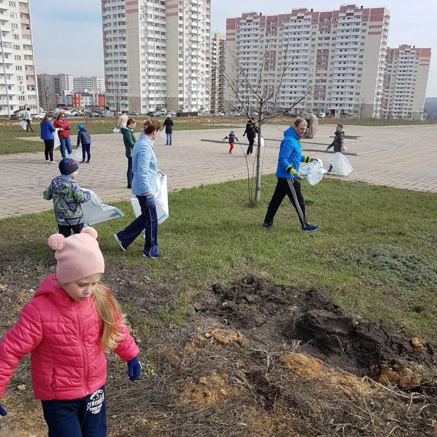 Субботник в ЖК Суворовский. Фото 3.